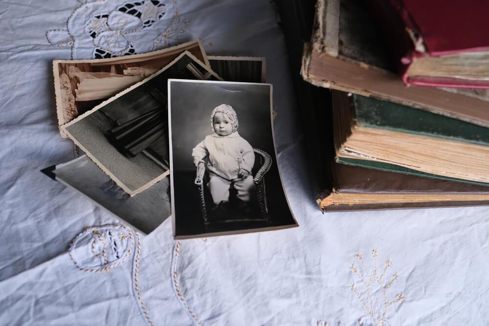 Imagem de várias fotografias antigas.